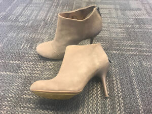 Super Sexy Kenneth Cole REACTION Women's Joni Arc Boots