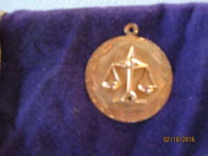 Scales of Justice 10ct Gold Molded Pendant