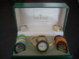 Gucci Classic Timepiece with 14 interchangeable rings