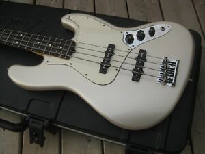 Basse Fender Jazz Bass made in USA...état neuve
