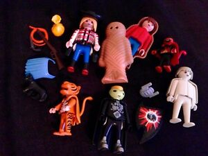 Playmobil 6 Halloween Figurines in Costumes + Cat and Accessor