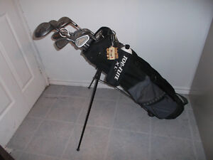 RIGHT HANDED SPALDING GOLF CLUBS WITH BAG