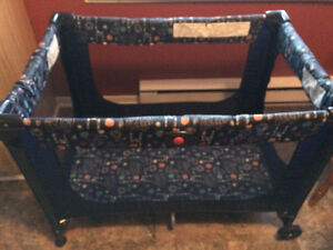 Playpen,Folds,Mesh Sides,Carrying Bag, Great Condition $50