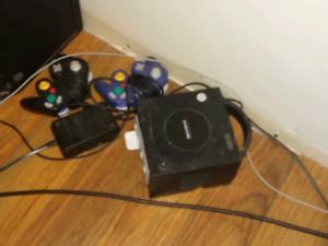 Black Gamecube - 2 controllers