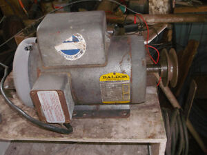 1-1/2 hp electric motor 110 / 220 volt single phase
