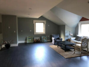 $1300 / 1br - 700ft2 - Coach House 1 bedroom