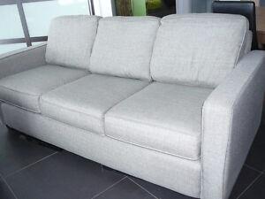 Divan et futon dans trois rivi res meubles petites for Meuble aubaine trois rivieres