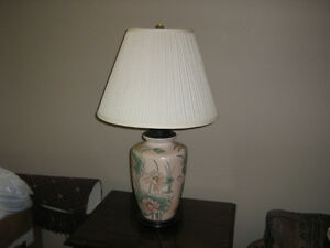ORIENTAL STYLE TABLE LAMP