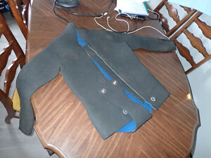 2-piece adult small wet suit - 4mm thick