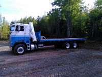1990 Freightliner Cabover Flatdeck with Boom
