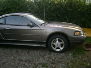 2002 Ford Mustang Coupe (2 door)V6
