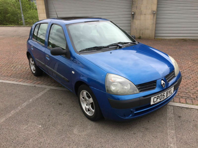 2005 renault clio 1 2 expression 5 door metallic blue in blackwood caerphilly gumtree. Black Bedroom Furniture Sets. Home Design Ideas