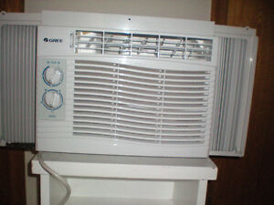 Air Conditioner: (GREE 5000 BTU) / Air climatiser, Excellent
