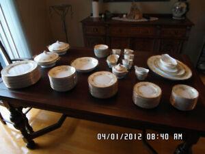 Set de vaisselle antique 12 couverts
