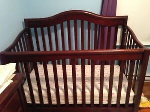 3 in 1 Crib and Dresser/change table