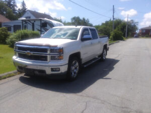 2014 Chevy Silverado 1500, one owner, clean 142000 km a must see