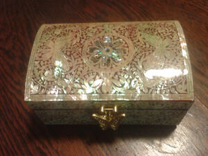 Lacquer inlaid mother of pearl jewellery box