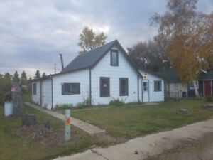 3 Bedroom House in Dewberry Ab.