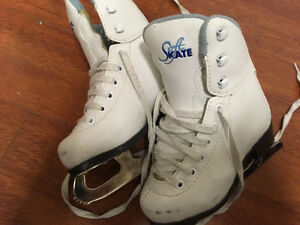 Toddler girls winter skates. Oakville / Halton Region Toronto (GTA) image 1