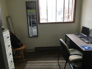 ALL INCLUSIVE 4 Large Rooms in Large Student House