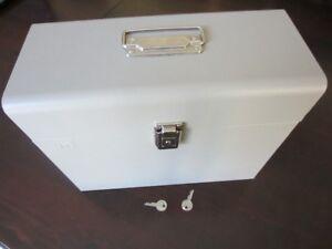 Boîte de rangement en métal / Metal File Storage Box