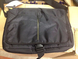 WHOLESALE LOT OF LAPTOP BAGS, BACKPACKS, CAMERA BAGS & MUCH MORE Windsor Region Ontario image 2