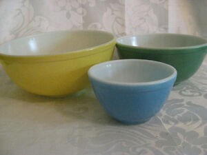 3 1950's Pyrex Primary Mixing Bowls Yellow Green Blue