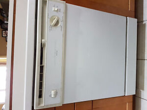 Beaumark dishwasher White in color