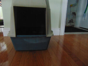 Large (used)  Cat(s) Litter box with liners