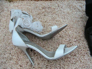 souliers blanc  3$
