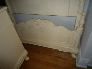 Tres beau commode et lit. Beautiful dresser and a bed West Island Greater Montréal image 5