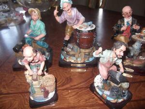 Cinq belle figurines en résine de la collection Heritage
