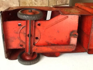 *VERY RARE* 1940S MARX RIDE ON FIRE TRUCK WITH BELL London Ontario image 9
