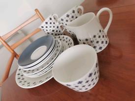 Pretty fine bone china set. Royal Tuscan