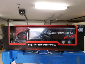 Snap on 1:64 scale tractor/trailer