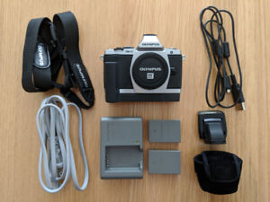 Olympus OMD E-M5 (w extra battery & grip, body only)