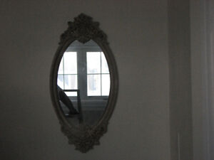 BEAUTIFUL VINTAGE OVAL MIRROR WITH CERAMIC PLASTER ORNATE FRAME