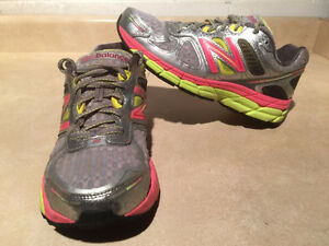Women's New Balance 860 V4 Abzorb Running Shoes Size 7.5 London Ontario image 1
