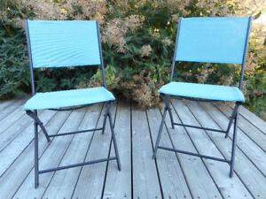 Deux chaises pliantes