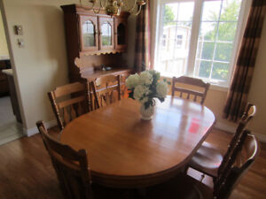 Solid Maple Dining Set - 9 pcs - SOLD PENDING PICKUP