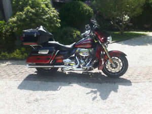 RARE - 2011 HARLEY DAVIDSON ULTRA ~CVO~  ONLY 5600 on the Clock!