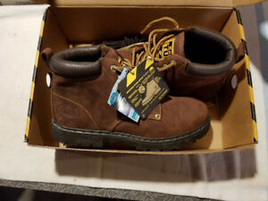Roots Tuff Boots Brand New size Men's 9 Roots