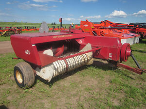INTERNATIONAL 435 SQUARE BALER