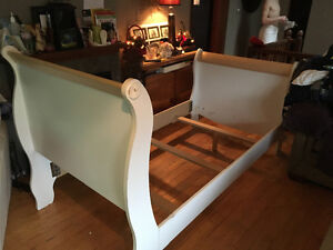 Sleigh bed twin size by Southshore Furniture