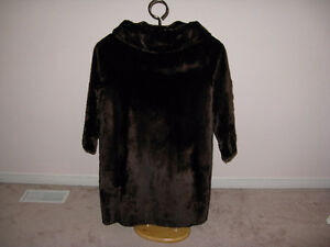 Beautiful Vintage Genuine Women's Fur Coat