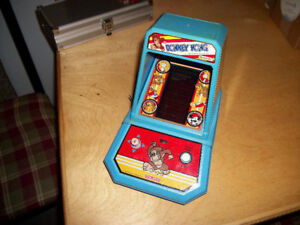 Donkey Kong Coleco Nintendo Mini Table Top Arcade Game (1981)