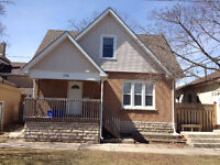Nice 4-bedroom student house! Minutes to Laurier!