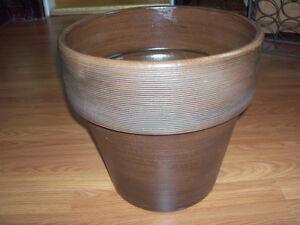 ****NEW****SOLID, MODERN STYLE, DECOR  PLANTER***** Stratford Kitchener Area image 1