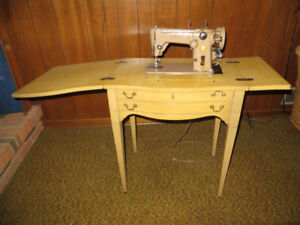 Antique original Singer Sewing Machine