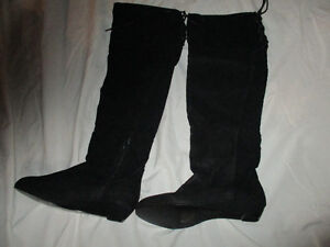 Knee high ladies black boots new condition